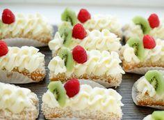 Lange vingers gebakjes   Kookmutsjes Cupcake Recipes, Baking Recipes, Dessert Recipes, Mini Cheesecakes, Drip Cakes, Tea Cakes, Mini Cakes, Happy Cook, Pie Cake