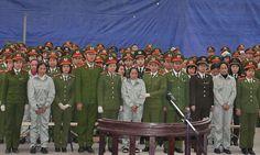 Vietnam to execute 30 heroin smugglers in nation's biggest drug trial
