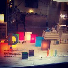 Arredo e design in plexiglass a Verona. #vetrineemozionali #design #arredo #plexiglass #metacrilato #designtrasparente