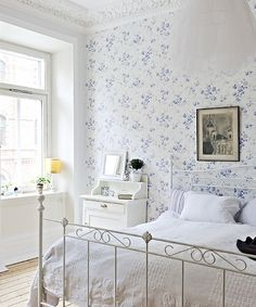Guest Room in Blue-White Tiled Floral wallpaper, delicate white bed, white bedding. Home Bedroom, Bedroom Decor, Floral Bedroom, Beach Bedding Sets, Home Interior, Interior Design, Vibeke Design, Shabby Chic Bedrooms, Cottage Bedrooms