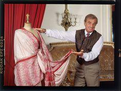 """Jean-Michel VOGE - Jean-Paul BELMONDO -  Bon anniversaire, Monsieur Jean-Paul BELMONDO, vous qui fêtez vos 83 printemps, éternellement charmeur et charmant, comme quand je vous ai photographié en 1993 au Théâtre de Paris. Vous y jouyez""""Tailleur pour dames"""" de Georges Feydeau. L'adaptation de Poiret mise en scène par Bernard Murat, vous donnait un petit air du César Birotteau de Balzac. Icone depuis la scène mythique de """"A bout de Souffle"""" de Jean-Luc Godart, où vous descendiez les Champs…"""