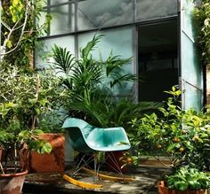 Legend has it that the Eames RAR (rocking armchair rod) Rocker was designed by Charles and Ray Eames as a gift to employees who'd just given birth. Eames Rocker, Eames Rocking Chair, Eames Chairs, Charles Eames, Porch Styles, Lounge Chair Design, Fancy Houses, Tropical Houses, Retro Home