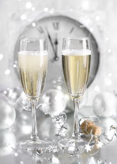 Advocate-Art | London - Seville - New York Photography Basics, Still Life Photography, New Year Clock, Happy Birthday Floral, Seville, London, Christmas Time, Cheers, Champagne