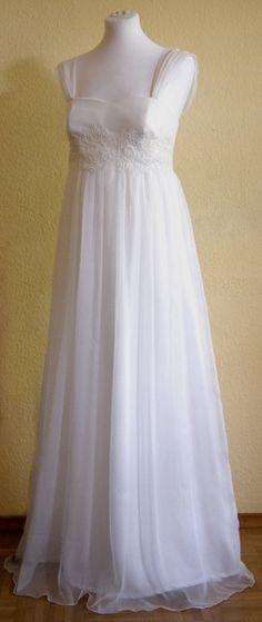 Bezauberndes Hochzeitskleid Modell Emily aus meinem Atelier in HEIDELBERG.      *Aktuelle Lieferzeiten und Kundenfotos dieses Kleides finden Sie auf m