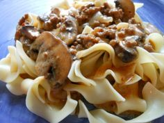 Just a quick post for the stroganoff I made a couple of days ago.  I remember mom making a quick hamburger stroganoff when we were kids and this is my version. 1 pound ground beef 8 o.z. fresh mush...