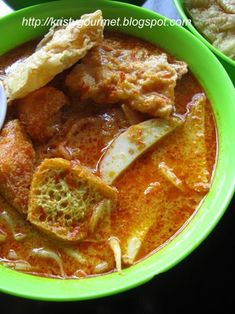 You can easily found curry laksa almost every single corner of Malaysia, from the North to the South. Malaysian Curry, Malaysian Cuisine, Malaysian Food, Malaysian Recipes, Noddle Recipes, Curry Recipes, Asian Cooking, Easy Cooking, Cooking Recipes