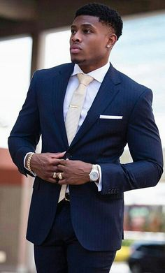 How to wear a beige tie for men looks & outfits) Sharp Dressed Man, Well Dressed Men, Mens Fashion Suits, Mens Suits, Black Men In Suits, Mode Costume, Look Man, Handsome Black Men, Fine Men