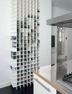 Stellage voor in de keuken voor wijn, flesjes olie, doosjes koffiecups, doosjes thee, etc
