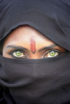 Portrait of a Rajasthani woman © Mirjam Letsch, The WideAngle  http://parallelworldsblog.wordpress.com