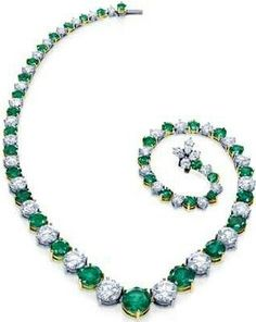 Harry Winston Diamond and Emerald necklace. I love emeralds, they are my favorite jewels, especially when paired with diamonds. This necklace is stunning! Perhaps it's a red head thing! Emerald Necklace, Emerald Jewelry, High Jewelry, Stone Necklace, Jewelry Accessories, Jewelry Necklaces, Jewelry Design, Beaded Necklace, Jewellery