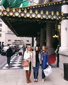 I New York during the holidays Spent the day around the city with these two @laurentaylorcreates @carly #sistertrip #nyc #gmgtravels