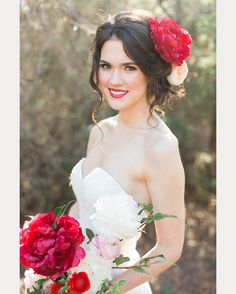 18 Classic Red Lip Looks for the Bride ~  we ❤ this! moncheribridals.com
