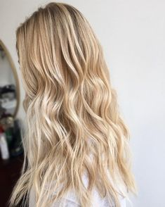 Gorgeous blonde balayage hair color