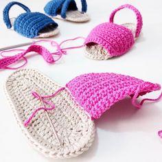 Que ganas tengo de anunciar mi nueva colaboración!!!!!!  ¿Para quien serán estas menorquinas de bebés?  #blog #blogger #puntxet #puntxetatope #etsy #etsyseller #etsyshop #etsylove #crochet #crocheteando #ilovecrochet #crochetlove #instacrochet #knit #knitting #iloveknit #iloveknitting #knitlover #instaknit #love #handmade #handmadewithlove #DIY #hechoamano #handmadeisbetter #business #littlebusiness #knittersofinstagram #knitstagram