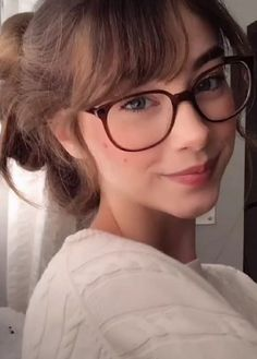 Stylish Girls Photos, Girl Photos, Beautiful Person, Beautiful People, Trendy Girl, Gold Eyes, Red Aesthetic, Catfish, Pretty Face