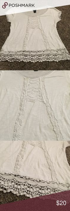SALE! Cute Shirt Day trip (Dillard's) cute white Top, size S. worn once basically new Daytrip Tops Tees - Short Sleeve