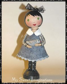 My Sweet Imaginations: November 2008 - everything about her is sweet. Love the two floss sleeves, hair ribbon, felt dress with ? across bottom, collar, etc. Clothes Pin Ornaments, Felt Ornaments, Wood Peg Dolls, Clothespin Dolls, Doll Crafts, Diy Doll, Kokeshi Dolls, Fairy Dolls, Soft Dolls