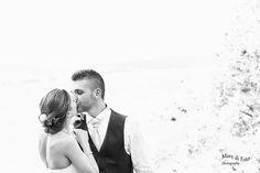 romantico bacio di una coppia stupenda.