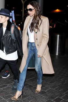 Wow. This is THE casual-chic look! The shoes, the trench, the t-shirt, the jeans. She nailed it, as always.