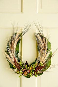 A horseshoe shape is a welcome change from a traditional circle fall wreath. #falldecor #fallideas #wreathideas #fallwreath #wreath #bhg