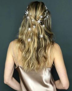 From shoes to crowns, hats to jewellery.go all out and add those extra sparkly, extra quirky finishing touches to your bridal look ⚡ Wedding Hair And Makeup, Hair Makeup, Hair Inspo, Hair Inspiration, Pretty Hairstyles, Wedding Hairstyles, Bridal Hair Accessories, Hair Dos, Prom Hair