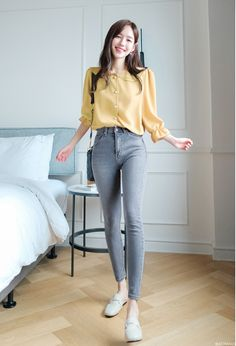 24 korean outfits you need to try 8 Korean Casual Outfits, Casual Work Outfits, Simple Outfits, Pretty Outfits, Stylish Outfits, Korean Fashion Work, Look Fashion, Fashion Edgy, Korean Style