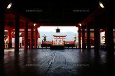 厳島神社と大鳥居 (c)Lmuotoilu/ailead