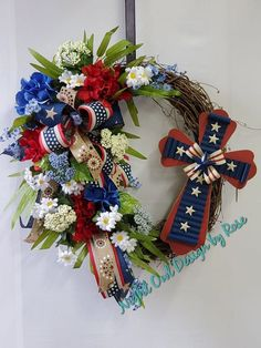 Wreath Crafts, Wreath Ideas, Patriotic Wreath, 4th Of July Wreath, Valentine Day Wreaths, Christmas Wreaths, Owl Designs, Black Wreath, Memorial Day Wreaths