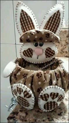 This is sooooo cute! I have soooo many ideas, I don't know where to even start♥♥♥ Bunny Crafts, Felt Crafts, Easter Crafts, Diy And Crafts, Crafts For Kids, Happy Easter, Easter Bunny, Easter Eggs, Sewing Projects