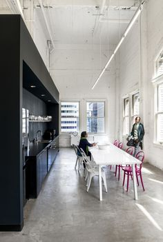 Office space design by Gensler San Francisco office of ad agency Muh-Tay-Zik / Hof-Fer. Cool Office Space, Loft Office, Office Space Design, Office Workspace, Office Plan, Office Designs, Office Inspo, Office Decor, Corporate Interiors