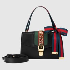 96ea997d4f07 Gucci Sylvie leather shoulder bag Detail 2 Gucci Sylvie, Small Shoulder Bag,  Gucci Shoulder