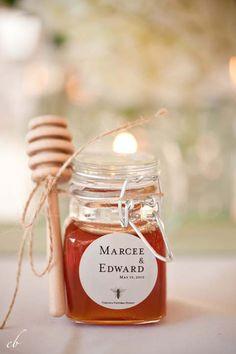 Regala mini botecitos de miel en tu boda de invierno
