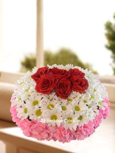 En Tatlı Sürpriz Gül, Karanfil ve Papatyalar sevdiklerinizin mutlu günlerinde onlar için en tatlı sürpriz olsun.   http://www.herkesecicek.com/en-tatli-surpriz-gul-karanfil-ve-papatyalar.html