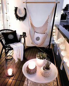 Wil je niet gelijk voor een grote hangmat gaan? Probeer dan een hangstoel. Dit neemt iets minder ruimte in en is perfect voor in de woonkamer.   http://lnk.al/6RE3  Liefs, Furn
