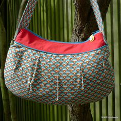 Large Buttercup Bag. Pattern by Rae Hoekstra.