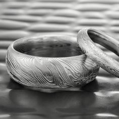 Those looking for a Damascus ring with a lifelike woodgrain pattern need look no further than our FINE WOOD design. This wide wedding band shows exceptional detail at every turn creating an unders Wide Wedding Bands, Wedding Men, Wedding Dreams, Damascus Ring, Damascus Steel, Wood Rings, Wedding In The Woods, Rings For Men