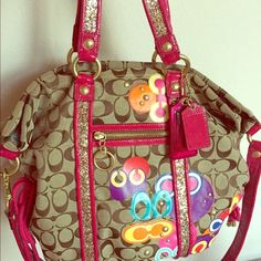 Coach purse Limited edition poppy purse, in very good conditions only used several times Coach Bags