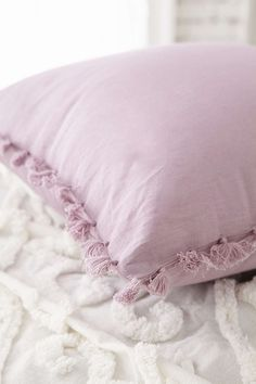 Pensamento Mágico Avery Tassel Pillow - Urban Outfitters