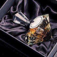 Signature Fragrances offers the luxury standards of a limited edition perfume at an affordable price for EVERY perfume lover! Personalised Gift Shop, Perfume Reviews, New Fragrances, Luxury Beauty, Flask, Perfume Bottles, Pure Products, Crystals, Eid Gift