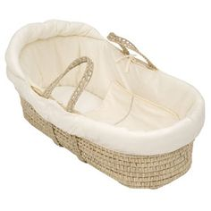 Moses Basket - nothing terribly fancy, but great for baby's first few weeks and very portable! Baby Nursery Neutral, Boho Nursery, Natural Nursery, Nursery Room, Nursery Ideas, Mosses Basket, Baby Jordans, Baby Box, Baby Planning