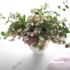 Wild berry centerpiece - the perfect way to include our little cabin and the crazy berry bushes into my future wedding.
