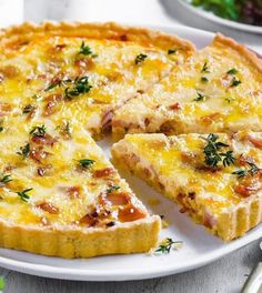 Quiche Lorraine with a crispy base and yet low in carbohydrates Quiche Recipes, Gourmet Recipes, Low Carb Recipes, Quiche Lorraine, Super Healthy Recipes, Healthy Meals For Kids, Low Carb Quiche, Roasted Figs, Spiced Wine