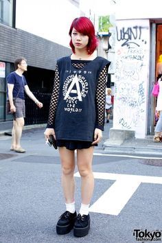 "tokyo-fashion: "" Always-cool (and friendly) Yui from Nadia Harajuku wearing a net-sleeve dress & creepers. All Black Fashion, Fashion Walk, Tokyo Fashion, Harajuku Fashion, Kawaii Fashion, Grunge Fashion, Autumn Fashion, Harajuku Style, Fishnet Outfit"