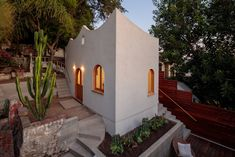 """A scalloped roofline defines this playful backyard studio that Los Angeles architects Byben & Skeens completed for a writer and filmmaker to have a """"solitary space for creation""""."""