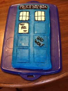 a simpler (than most) TARDIS cake that still looks nice