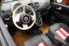 A playful take on the West Coast car customizer vibe, with a unique and entertaining surf motif, is the aim of the Fiat 500 Beach Cruiser. Fiat 500 Sport, Fiat 500c, Fiat Abarth, West Coast Cars, New Fiat, Fiat Cars, Small Cars, Used Cars, Cars For Sale