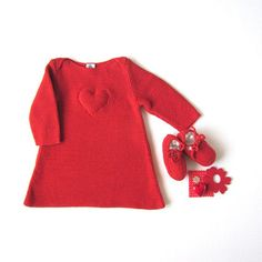 A knitted baby dress in red with a heart. 100% cotton. Newborn. ITEM UNIQUE.  Everything from this Etsy store is divine!
