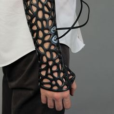 This Osteoid printed cast uses ultrasound technology. Could potentially speed up bone healing by Medical Technology, Wearable Technology, Science And Technology, Business Technology, Medical Engineering, Disruptive Technology, Technology Design, Impression 3d, Heal Broken Bones