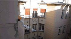 A bucket of paper planes flying out a window: Als we dan toch aan het vouwen zijn geslagen…