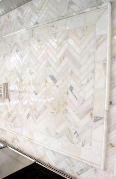 49 Ideas For Kitchen Backsplash Herringbone Dark Cabinets Kitchen Tiles, Kitchen Colors, Diy Kitchen, Design Kitchen, Backsplash Ideas For Kitchen, Granite Kitchen, Kitchen Islands, Kitchen Backplash, Kitchen Decor